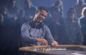 cristiano-ronaldo-defeats-breaking-bad-star-at-poker-e1473155189518-553x355